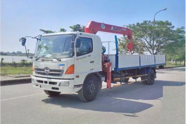 Xe tải Hino FG gắn cẩu Unic 5 tấn 5 đốt